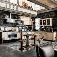 Оформление кухонной стены в виде грифельной доски