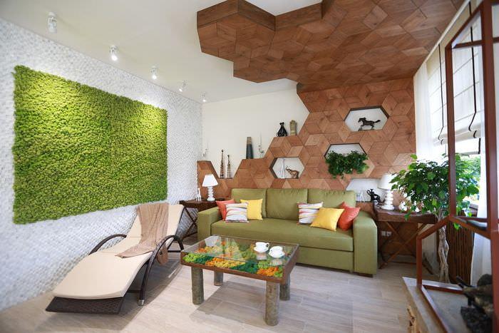 Зеленое панно на стене гостиной в эко-стиле