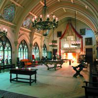 Интерьер зала в готическом стиле