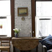 Старый столик с откидной столешницей