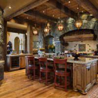 Сочетание дерева и камня в оформлении кухни