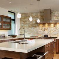 Кухонный остров с белой столешницей