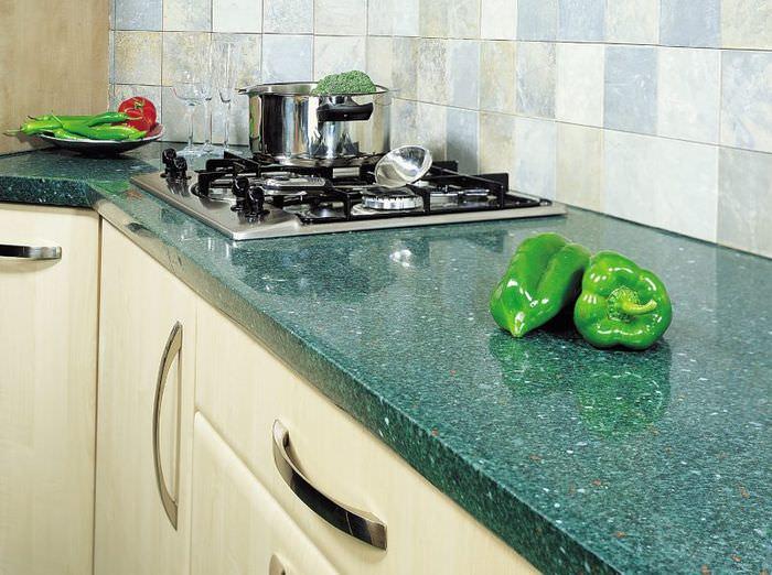 Кухонная столешница из керомогранита со встроенной варочной плитой