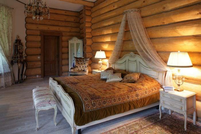 мебель в классическом стиле в спальне бревенчатого дома