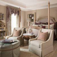 Светло-бежевый ковер в классической спальне