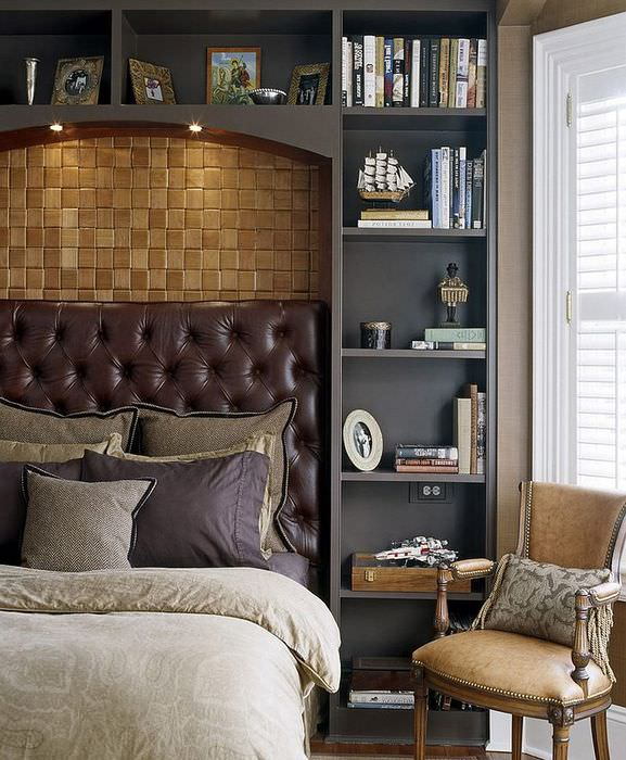 Кожаное изголовье кровати в спальне стиля модерн