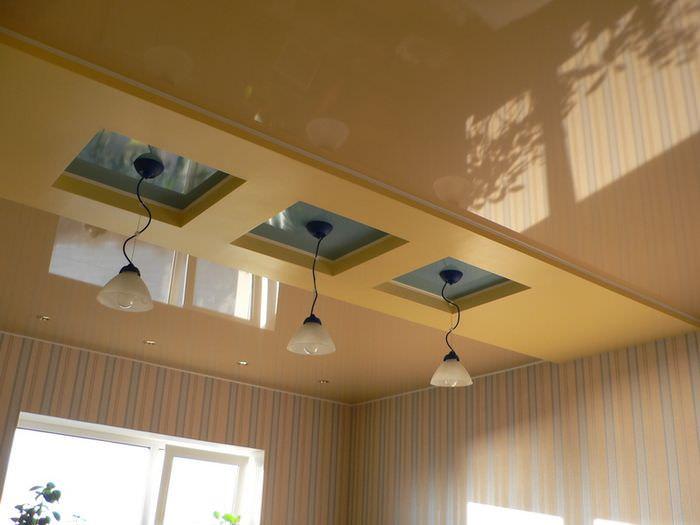 Многоуровневый потолок на кухне современной квартиры