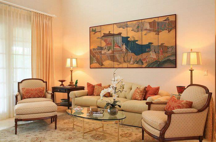 Гостиная с персиковыми занавесками и модульной картиной