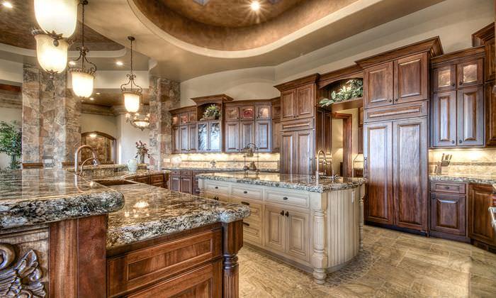 Ретро светильники в интерьере классической кухни