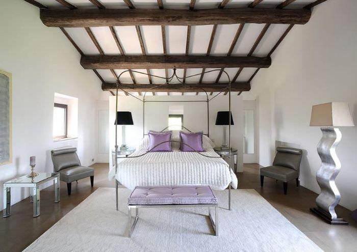 Декор спальни необычными предметами интерьера