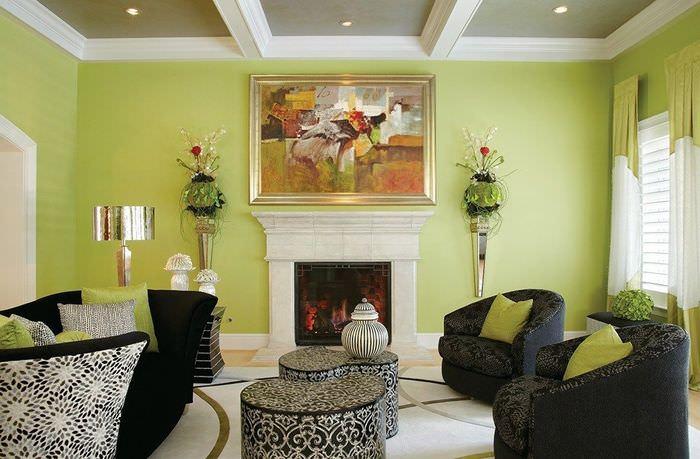Черная мебель в гостиной с салатовыми стенами
