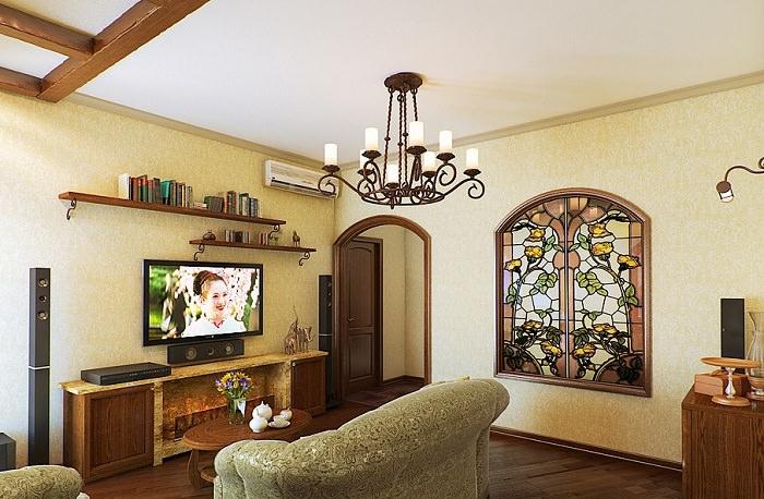 Ложное окно с витражами на стене гостиной