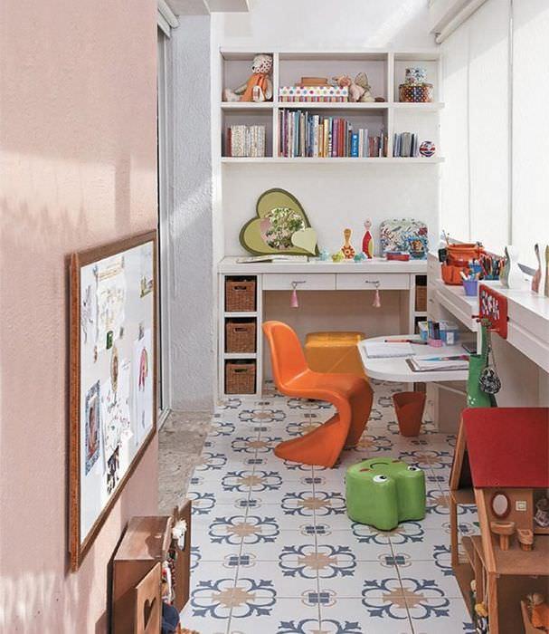 Организация пространства в детской комнате на балконе