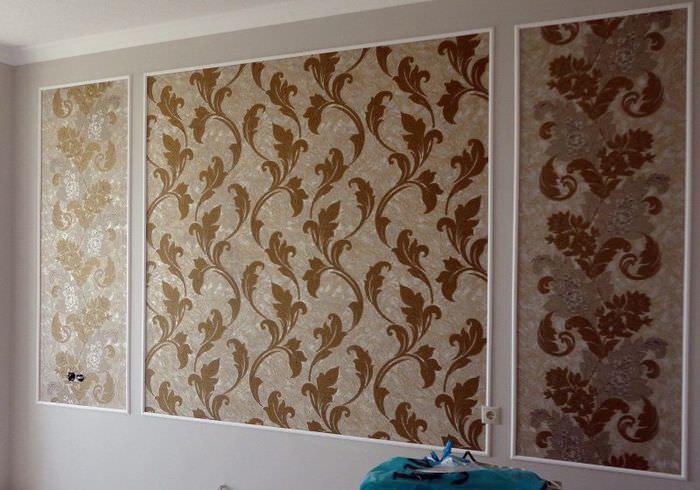 Панно из обоев на стене гостиной