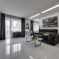 Дизайн гостиной с глянцевым полом
