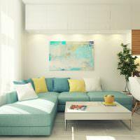 Бирюзовый диван в белой гостиной