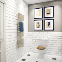 Четыре картины на стене в туалете