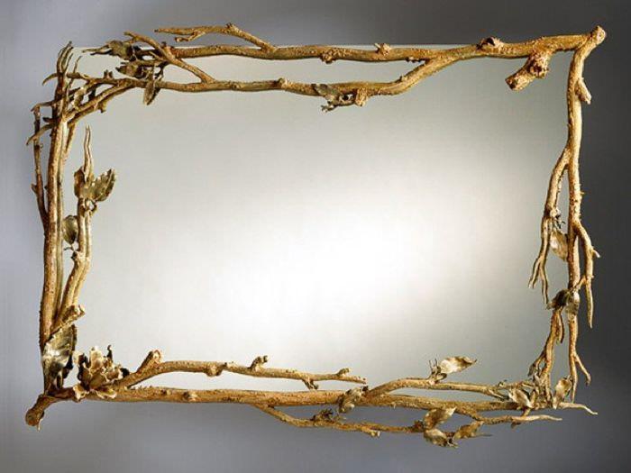 Декор зеркала с помощью веток