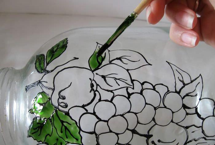 Раскрашивание рисунка на стеклянной банке своими руками