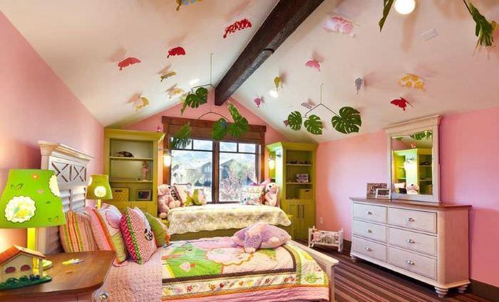 Интерьер детской в розовых тонах