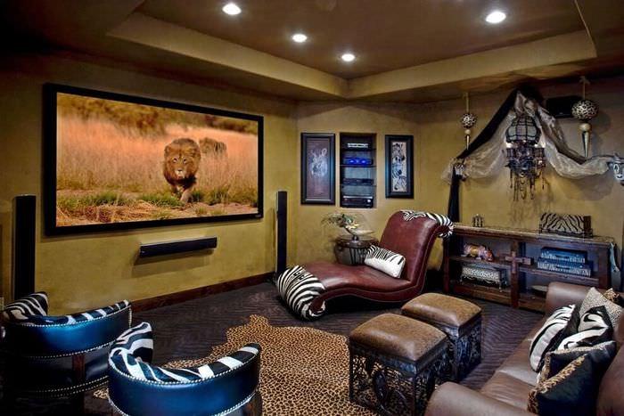 Пятнистый ковер на полу гостиной в африканском стиле