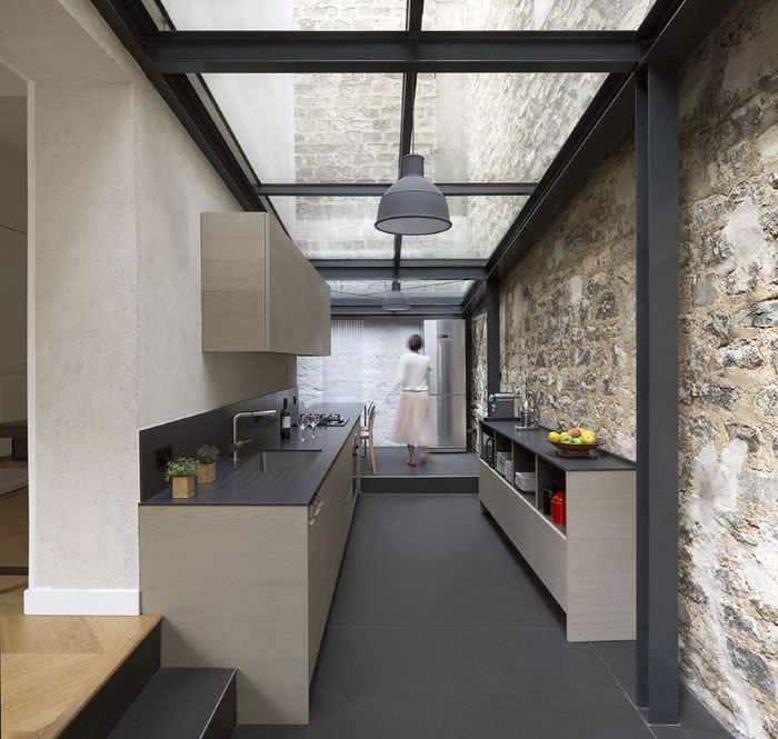 Дизайн кухни со стеклянным потолком