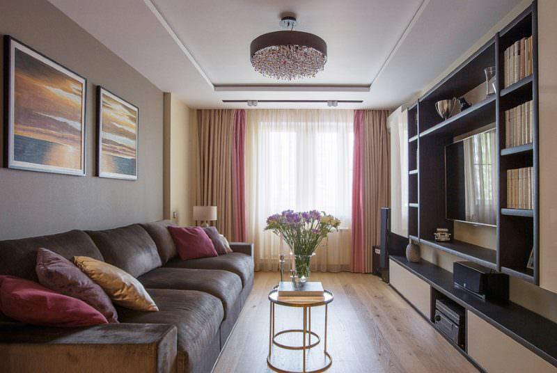 Дизайн вытянутой гостиной в доме серии П44-Т