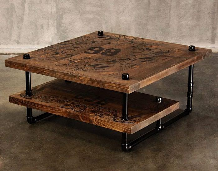 Самодельный столик в индустриальном стиле