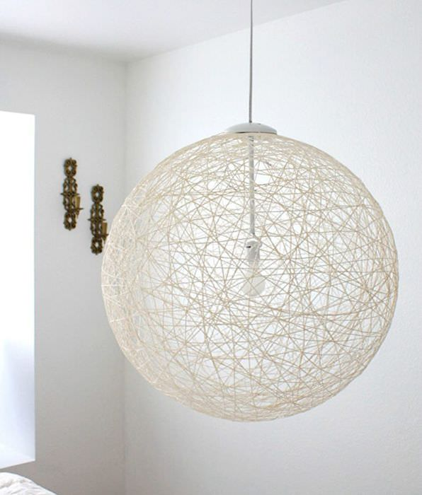 Декоративный абажур из ниток в форме шара