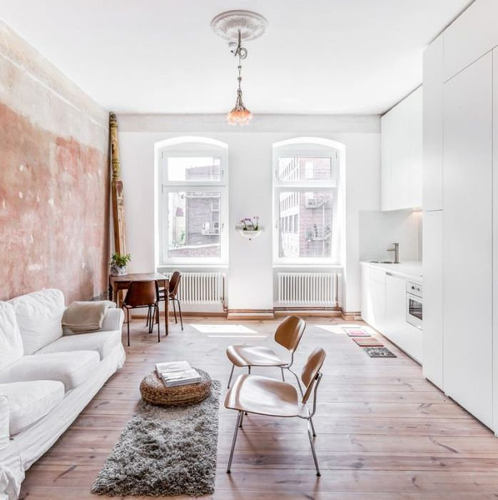Интерьер светлой комнаты в однушке