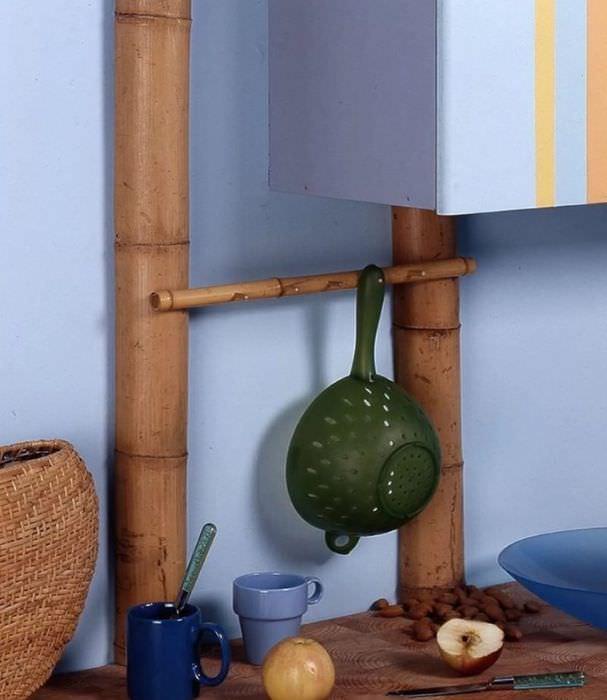 Маскировка труб отопления в интерьере кухни