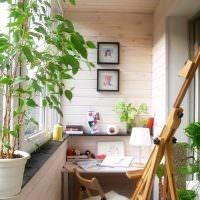 Уголок для творчества на балконе городской квартиры