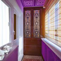 Фиолетовый цвет в декоре балкона