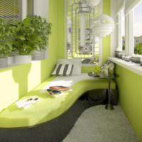 Дизайн застекленного балкона с зелеными стенами