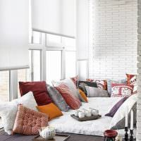 Подиум с подушками на просторной лоджии