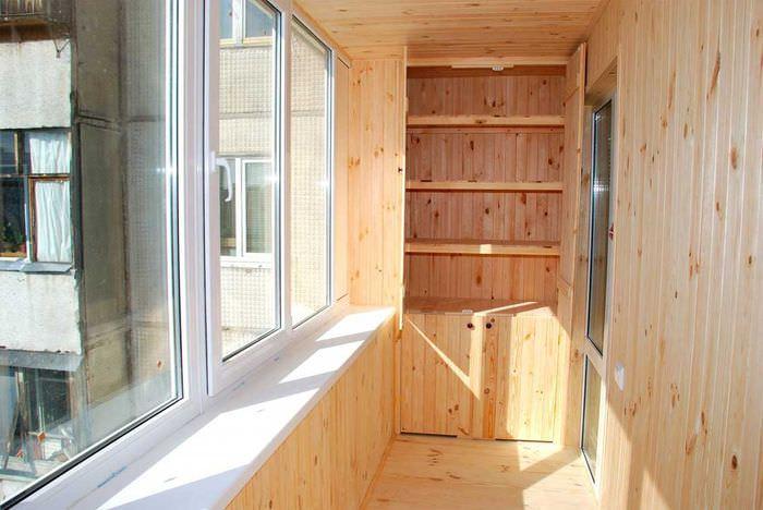 Обшивка стен балкона вагонкой