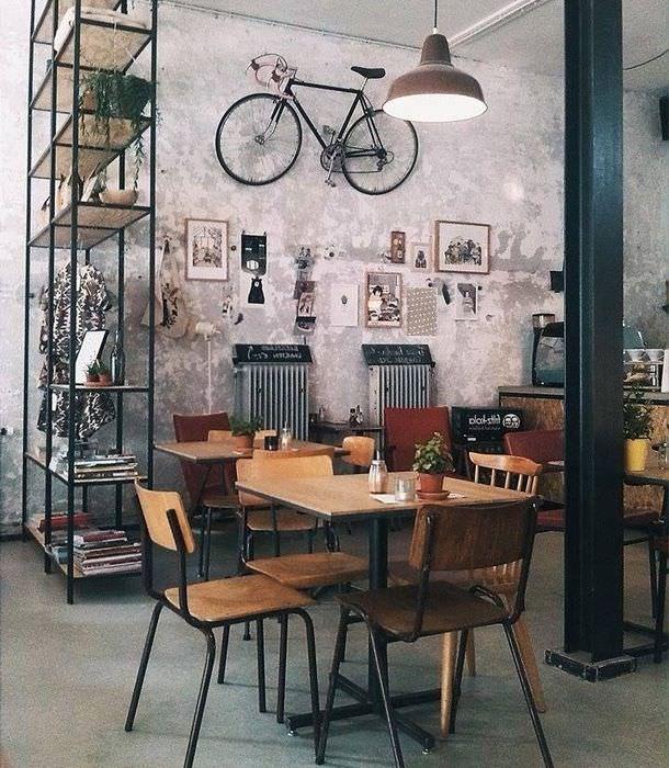 Велосипед как декорация интерьера в индустриальном стиле