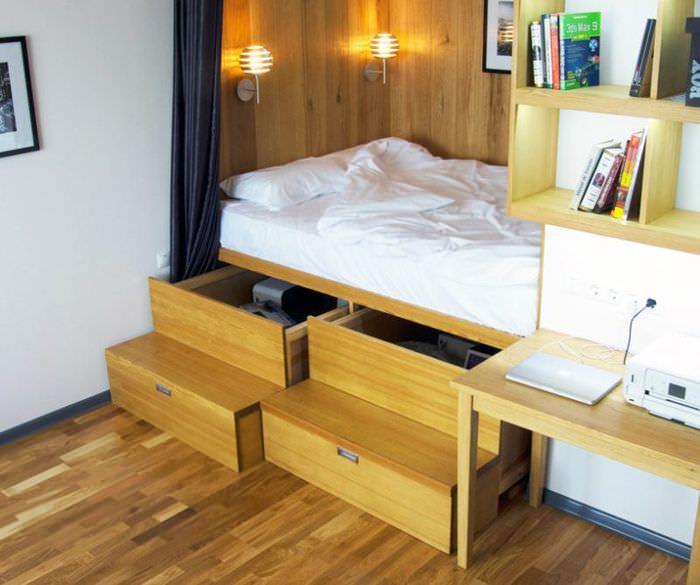 Спальное место с выдвижными ящиками в однушке