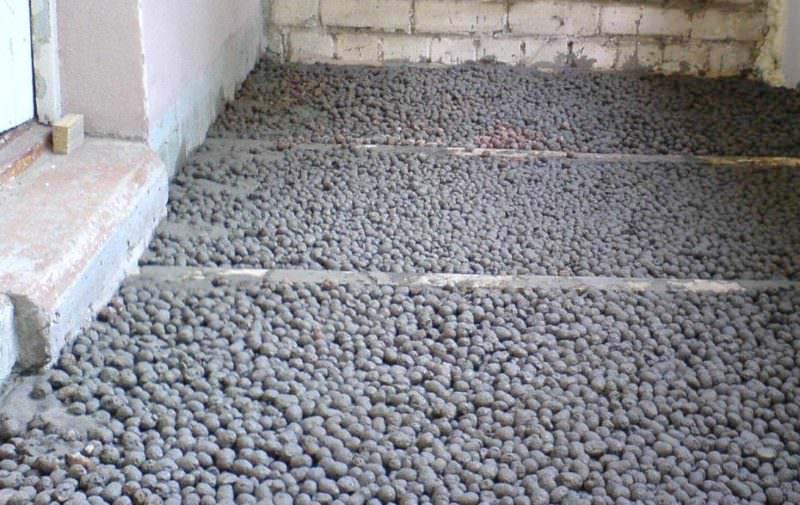 Утепление пола балкона с помощью керамзита