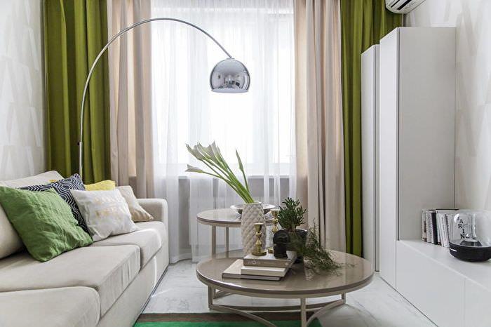Комбинированные шторы в интерьер маленькой гостиной