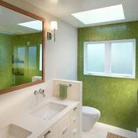Ванная комната с зеленым кафелем