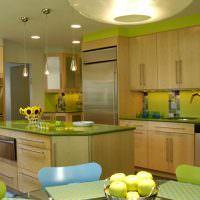 Кухонный остров с зеленой столешницей