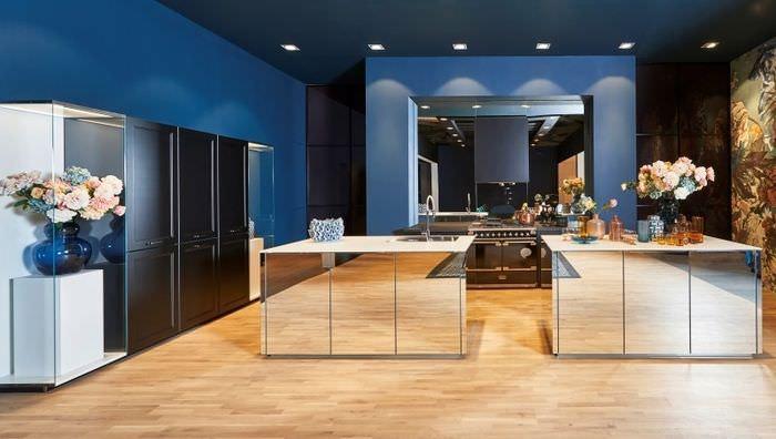 Дизайн кухни с зеркальными поверхностями