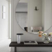 Большое зеркало круглой формы