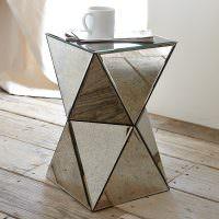 Зеркальный столик необычной формы