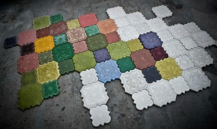 Бетонная мозаика из цветной плитки