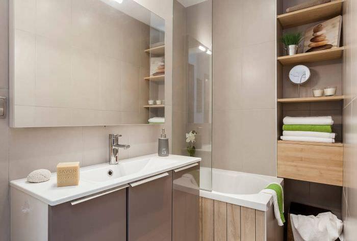 Небольшая ванная комната в двушке панельного дома