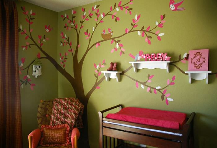 Бумажное дерево на стене детской комнаты