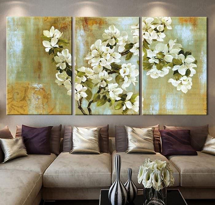 Модульная картина триптих на стене гостиной