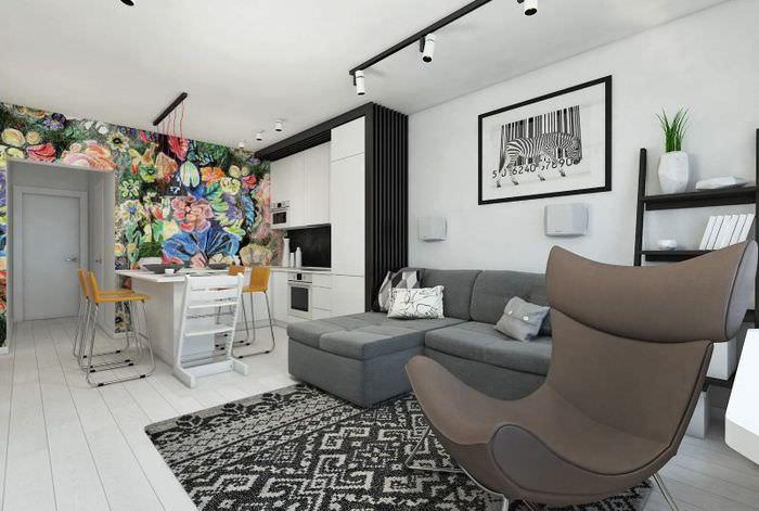Светлая кухня-гостиная в двухкомнатной квартире